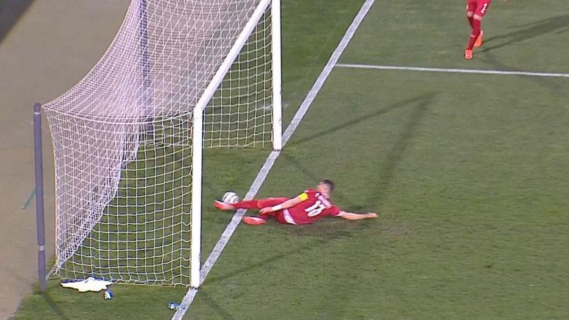 Lopta je ušla u gol, a Ronaldo prerano u svlačionicu (VIDEO)