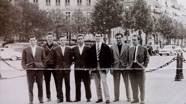 Branko Toholj (treći sleva) u društvu reprezentativaca Žarka Nikolića, Muhameda Mujića, Tomislava Kneza i prijatelja
