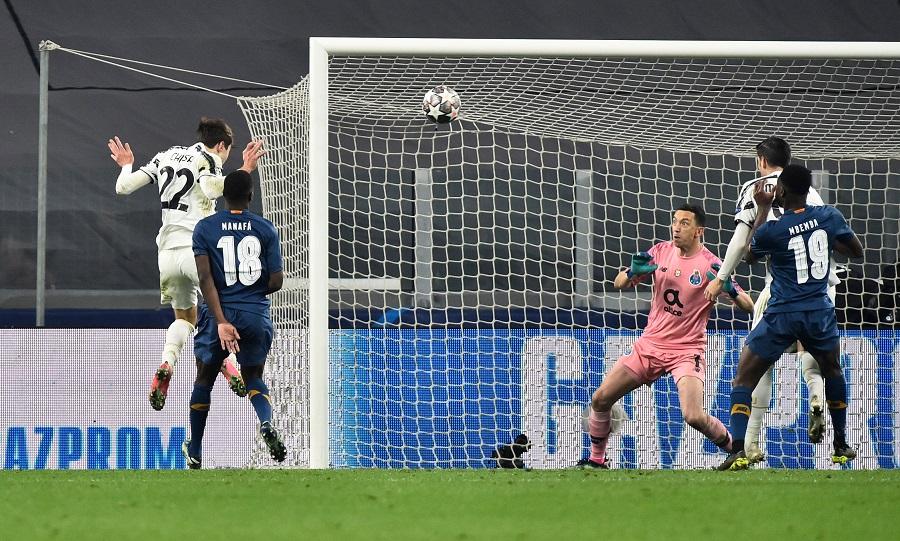 Drugi gol Kjeze (© Reuters)