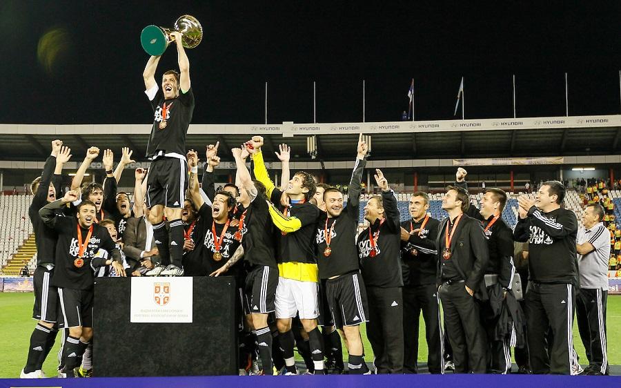 Pehar Kupa Srbije osvojen u finalu sa Vojvodinom na Marakani 2011. (© Star sport)